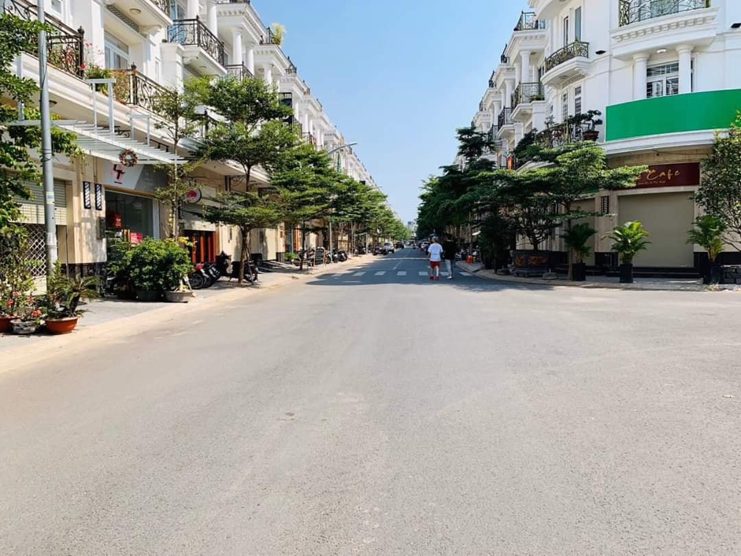 BÁN NHÀ KHU DÂN CƯ CITY LAND - GIÁ 18 TỶ- FULL NỘI THẤT
