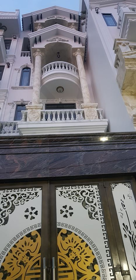 nhà mới đẹp, đầy đủ công năng sử dụng( 460m2)- giá 9 tỷ 600tr-0982397679